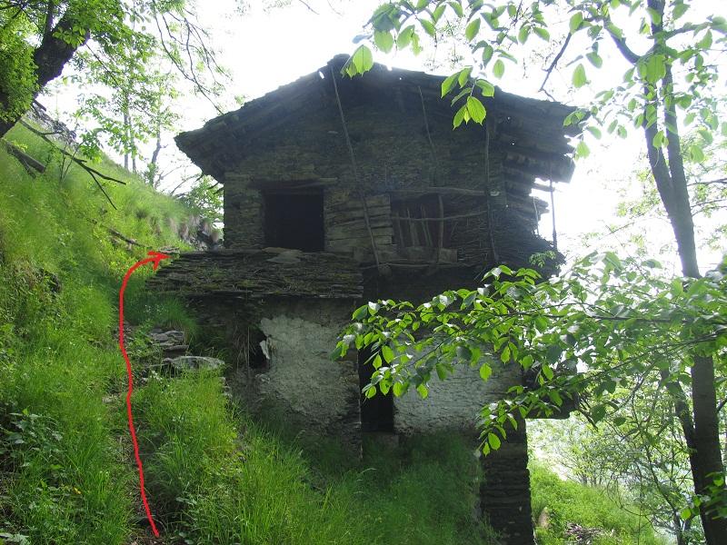 Anello di rocca della cern uda 2284 m for Case costruite su pendii